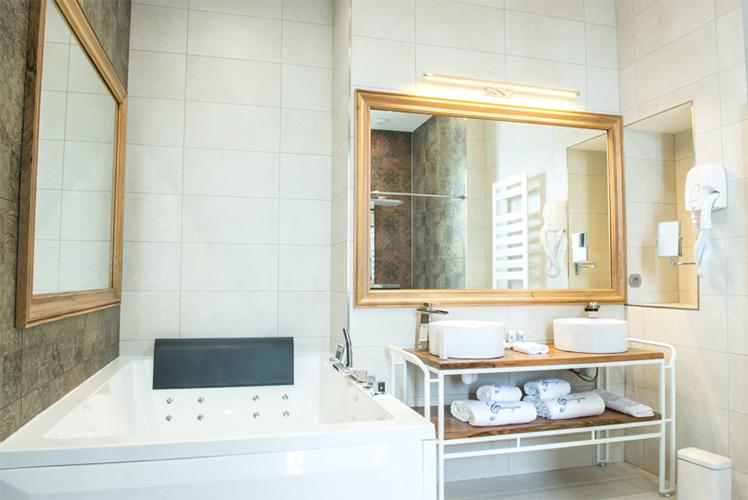 Meetings - Château de la Garrigue, salle de bain