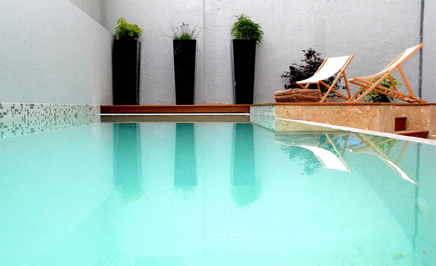 Meetings - Privilège Hôtel Mermoz, piscine et transats